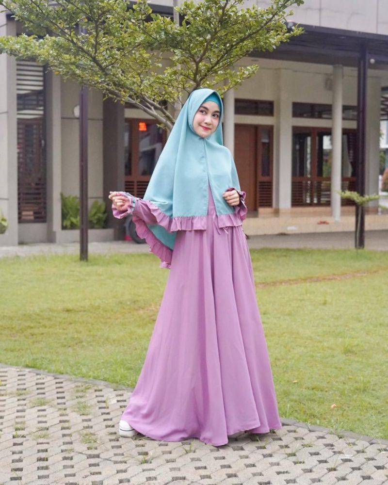 kombinasi warna ungu dan warna biru muda
