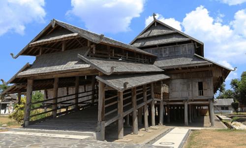 gambar rumah adat NTB istana Sumbawa